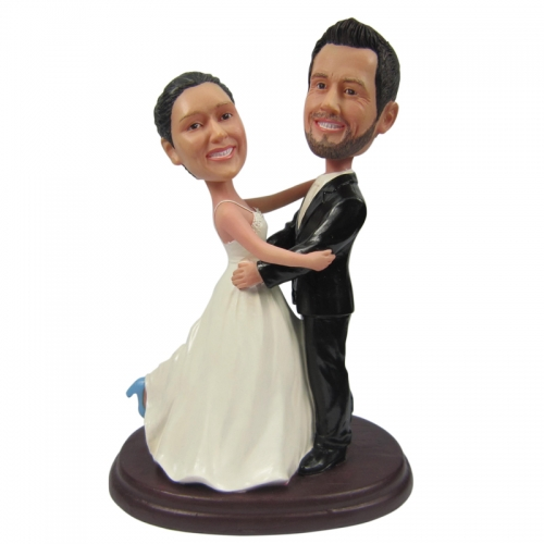 wedding cake bobble head